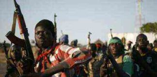 Rebel fighters aligned with former vice-president Riek Machar march through a village inside rebel-controlled territory in South Sudan's Upper Nile state on 9 February 2014 (Photo: Reuters)