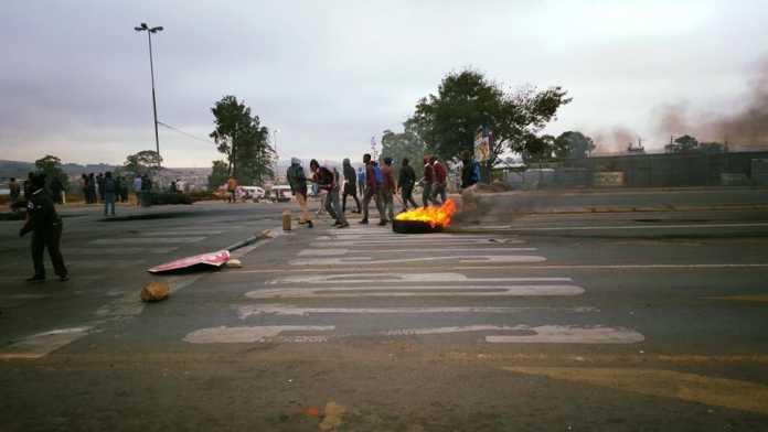 Vlakfontein-protesters-run-amok