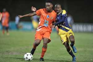 Ntokozo Tshabalala of UJ (left) and Nhlanhla Manana of UWC tussle for possession in their Varsity Football clash in Cape Town on August 15. Photo: Saspa