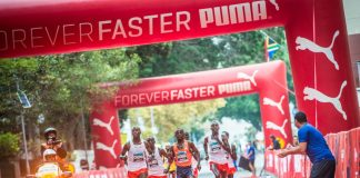 Seen here: Elite Men's runners in action during the 2018 FNB Cape Town 12 ONERUN. Photo Credit: Tobias Ginsberg