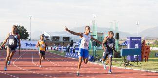 Luke Davids (runner 863), was the firm favourite in the junior men's 100m final. Photo Credit: Mark Sampson