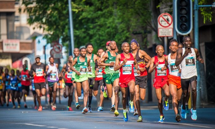 Seen here:  The Elite Men's field in action during the 2018 FNB Joburg 10K CITYRUN.  Photo Credit:  Tobias Ginsberg