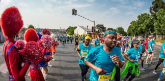 Seen here: Runners (and walkers) enjoying a 10km route experience in 2018 that highlighted iconic landmarks and featured lively performances by a host of Joburg's leading performing arts groups. Photo Credit: David Tarpey