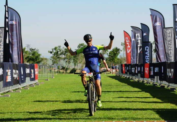Shaun-Nick Bester and Robyn de Groot soloed to comfortable victories in the elite men's and women's feature races.
