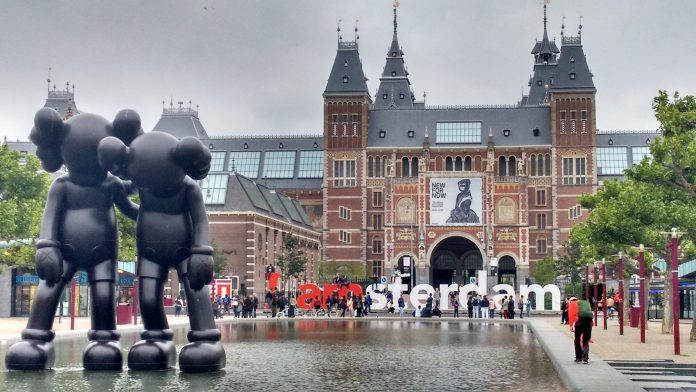 Planning a Tour to Amsterdam from UAE/Dubai? Here is a