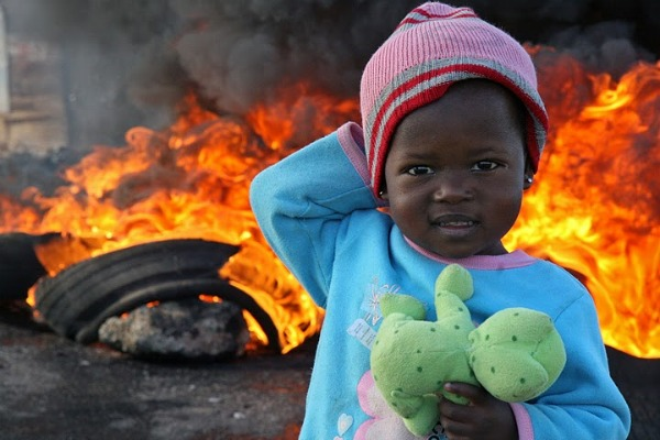 photo essay  anatomy of a south african riot 3