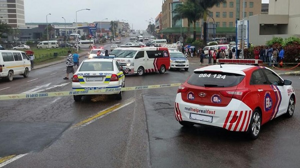 ER24-and-SAPS-vehicles-in-Pinetown
