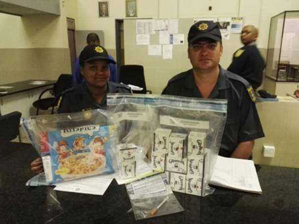Man arrested in possession of cocaine. Photo: SAPS