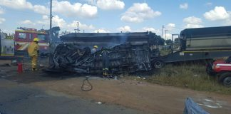 Taxi and truck collide on the R25 killing 20 Children. Photo: Arrive Alive