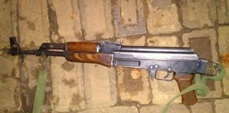 4 suspected robbers arrested with AK47's in hijacked vehicle, Photo: SAPS