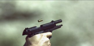 Farmer retaliates after invasion, shoots 1, Roodekuil
