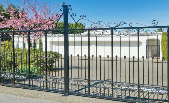 Moseley Resident Expecting Family Mistakenly Opens Gate