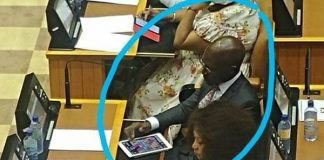 Historic day in parliament, Minister of finance on 'candy crush'. Photo: Front Nasionaal SA