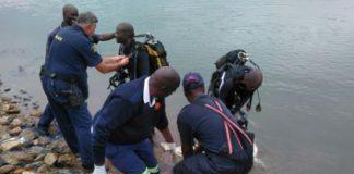 Search and rescue team retrieved body, Molepo dam. Photo: SAPS