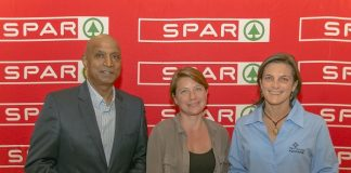 At the launch of the SPAR Eastern Cape Plastic Bag campaign at the Boardwalk Convention Centre in Port Elizabeth last night were (from left) SPAR EC managing director Conrad Isaac, Dr Lorien Pichegru of the Nelson Mandela University Zoology Department and Hayley McLellan of the Cape Town Two Oceans Aquarium. Photo: Leon Hugo/SPAR Eastern Cape