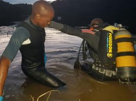 Police K9, search and rescue divers, recover body, Bulolo dam. Photo: SAPS