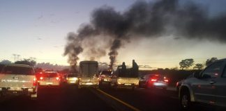 Violence and chaos, avoid main routes N14, R55 to Krugersdorp. Photo: Drift reaction