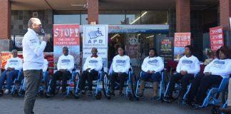 SPAR Eastern Cape sponsorship and events manager Alan Stapleton addresses the Wheelchair Wednesday volunteers at SUPERSPAR Levyvale in Uitenhage today before they began their assignment. Picture: Full Stop Communications