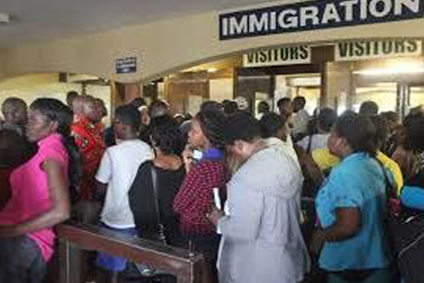 Beitbridge border post, inefficiency, bribery and delays. Photo: Die Vryburger