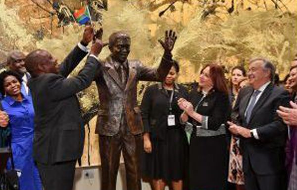 UN: SA taxpayers dock up for Mandela statue. Photo: Die Vryburger