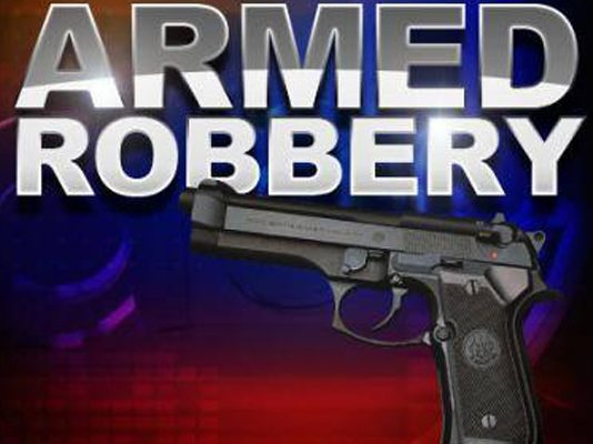 Five armed men tie up employees, rob cell phone shop, Jeffreys Bay