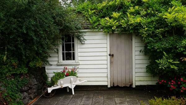 Think Outside the Box When Landscaping Around a Shed