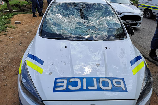 200 strong mob attack police, damage vehicles, steal rifle, Shallcross