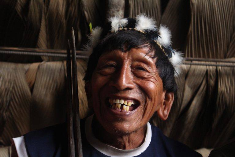 Peke, uno de los pikenanis de la comunidad Waorani de Damonpare. asegura que no permitirá la entrada de petroleras a su territorio. Foto: Daniela Aguilar.