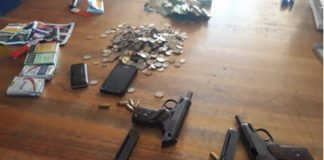 Community assist police in chasing down three armed robbers, Kwaaiman. Photo: SAPS