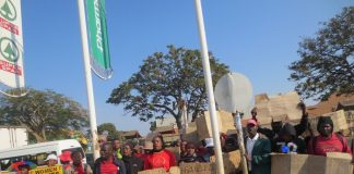 Spar workers on strike, Louis Trichardt