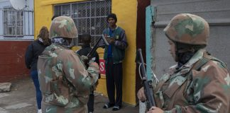 South African National Defence Force soldiers in Mitchells Plain on the Cape Flats, Cape Town. EFE-EPA/Kim Ludbrook