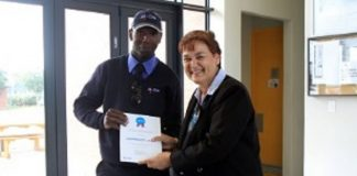 Luvuyo Lawrence Jadu received a MyCiTian award for excellent customer service