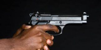 Robbery, man shot in the face drives 20km for help