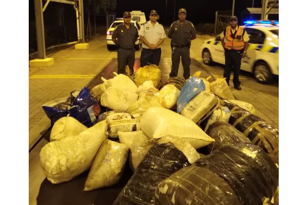 640 kg Dagga and hijacked vehicle recovered, Brackenfell. Photo: SAPS