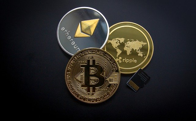 Which potentials do cryptocurrencies offer for the population and the economy?