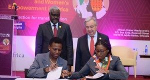 UN Secretary-General, Antonio Guterres, and African Union Commission Chairperson Moussa Faki Mahamat, witness the signing of a partnership agreement between UNECA and Standard Bank Group represented by UNECA Executive Secretary Dr Vera Songwe and Sola David-Borha, the bank's Chief Executive for African Regions.