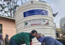 Ali-Sablay-Gift-of-the-Givers-project-manager-with-Engen-field-sales-specialist-deliver-JoJo-tanks-to-the-Mooiplaas-community