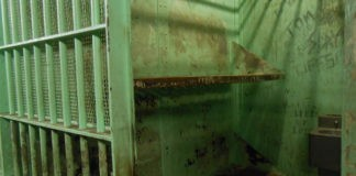 12 Awaiting trial detainees escape, Koster