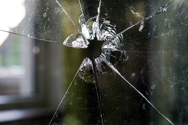 Farm attack, Man shot through window, Leeuwfontein