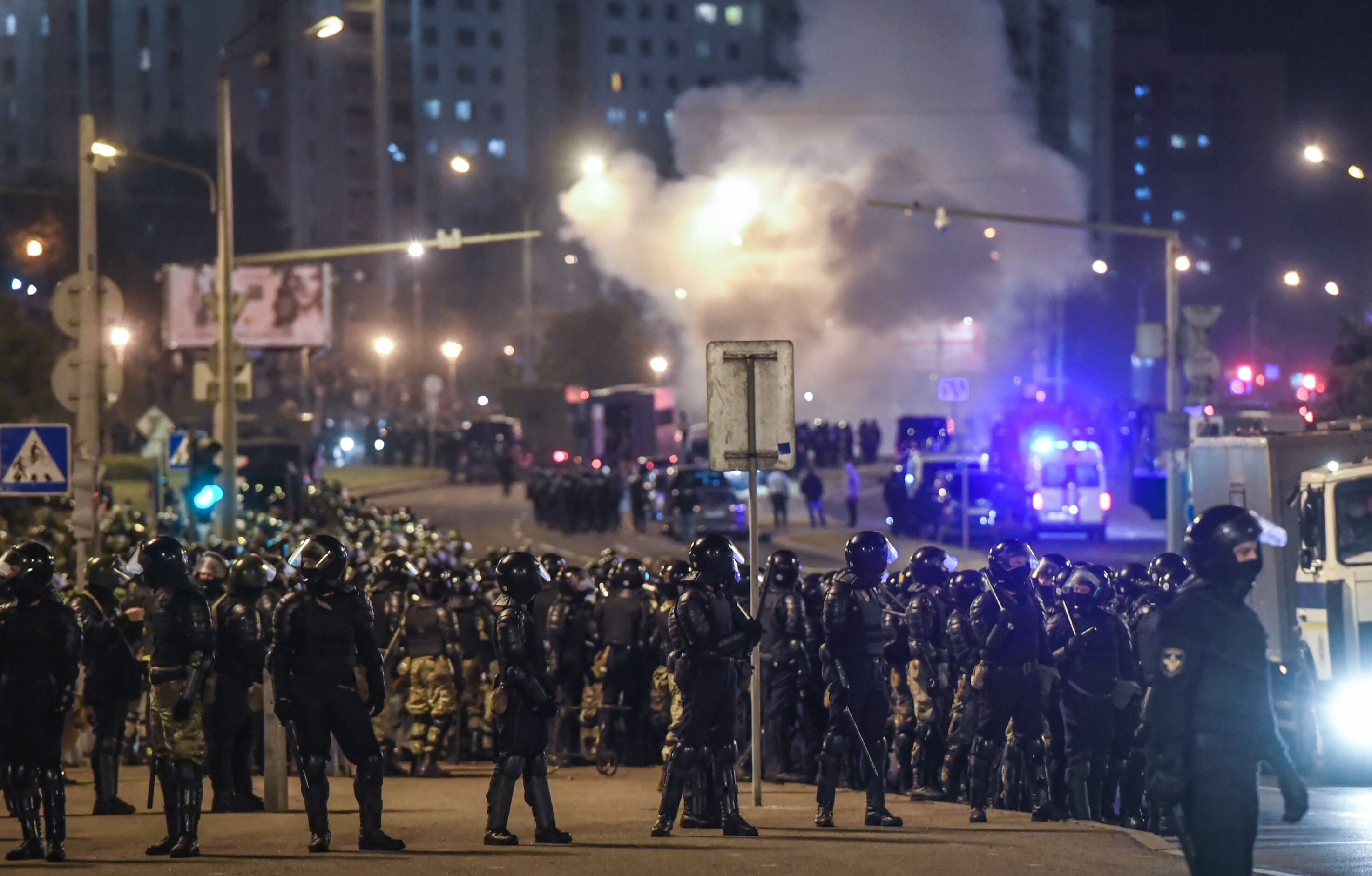 Hunderds of riot police were deployed in Minsk to contain the protests
