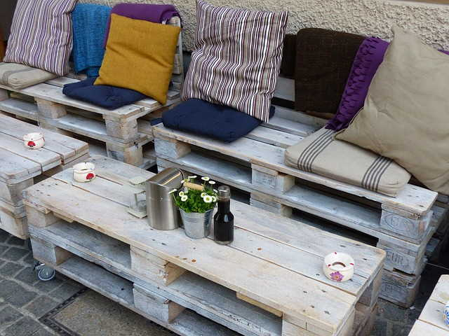 Original Ideas: Pallet furniture That will Become a Budget Home Decoration