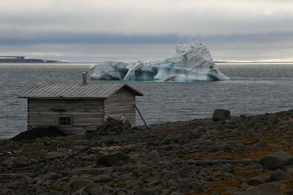 A wooden hut on the coast of the Tikhaya Bay, Hooker Island, Franz Josef Land archipelago.