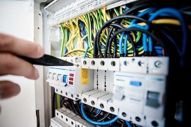 Explore Features, Applications & Benefits Of Electrical Metering Solutions